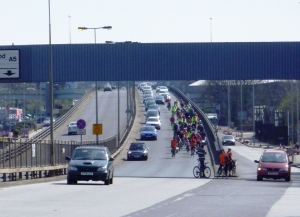 Great Divide Ride crosses the A5 Flyover